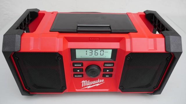 Milwaukee M18 New Jobsite Radio 2890-20 Review and Demonsration