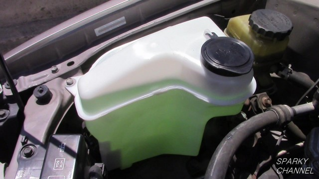 Toyota Corolla 1998 to 2002 Windshield Washer Reservoir Replacement